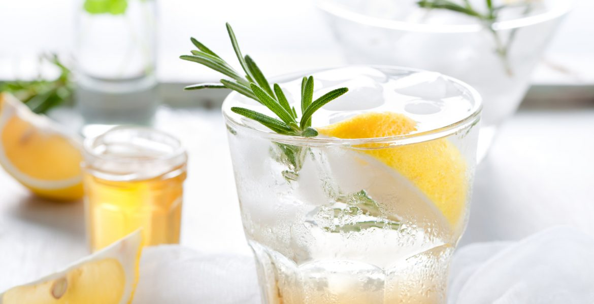 UNDERSTANDING THE DIFFERENCES BETWEEN CLUB SODA, SELTZER, SPARKLING, AND TONIC WATER-min
