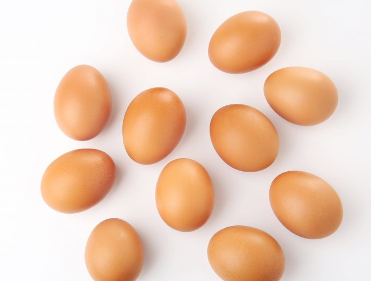 EATING RAW EGGS-IS IT HEALTHY-min